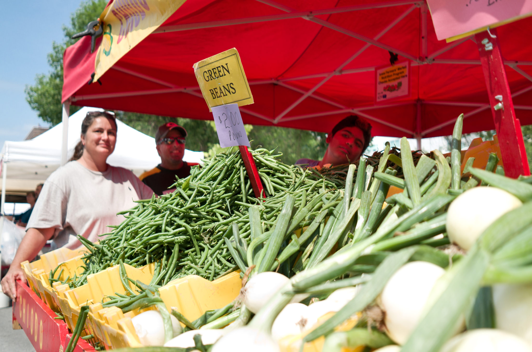"""Farmers' Market"" by Phil Roeder is licensed under CC BY 2.0"